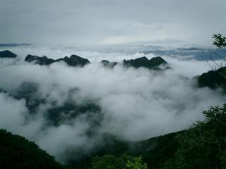 山頂から山々の展望