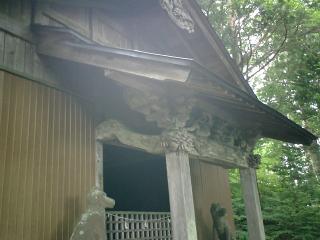山頂近くの神社