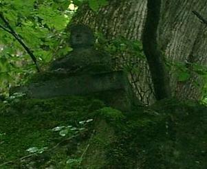 岩の上に弘法大師坐像