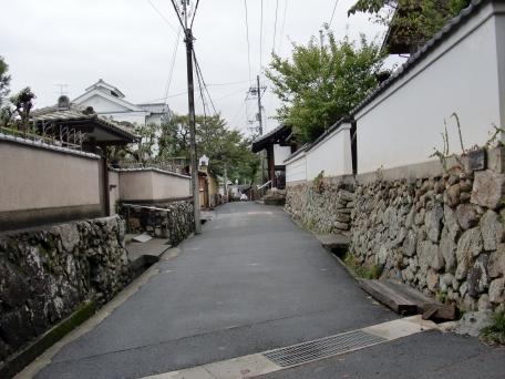 築地塀の路の写真